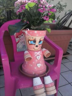 un po' di relax Clay Pot Projects, Clay Pot Crafts, Fun Projects, Diy Crafts, Flower Pot People, Clay Pot People, Painted Plant Pots, Clay Flower Pots, Summer Crafts For Kids