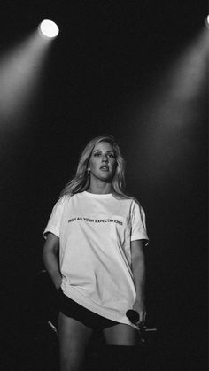Ellie Goulding ❤️ As high as your expectations Ellie Goulding Concert, Grammy Awards 2016, Top Abs, Taylor Swift Hot, Concert Fashion, Old Singers, Female Singers, Shape Magazine, Old Shows