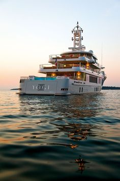 Before she tragically sank on February, Yogi was a relaxing yacht with fabulous deck spaces. Here's what she looked like… Bateau Yacht, Sports Nautiques, Yacht Party, Private Yacht, Yacht Interior, Cool Boats, Yacht Boat, Yacht Design, Luxury Yachts