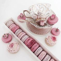 Pink macarons shared by 𝓈𝒶𝓂𝒶𝓃𝓉𝒽𝒶 𝓈𝑒𝓇𝑒𝓃𝒶 ✰ on We Heart It Macarons, Pink Macaroons, Everything Pink, Best Breakfast, Breakfast Ideas, Cute Food, Pink Aesthetic, High Tea, Dessert Table