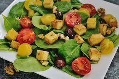 Salată de spanac cu tofu crocant şi roşii cherry Tofu