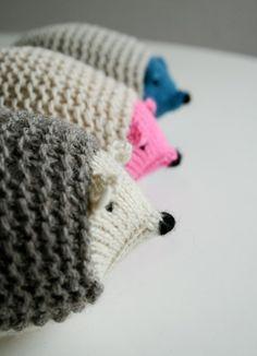 Δες πως μπορείς να πλέξεις με βελόνες τα δικά σου σκατζοχοιράκια για τα αγαπημένα σου μεγάλα ή μικρά παιδιά! Οδηγίες στο ftiaxto.gr
