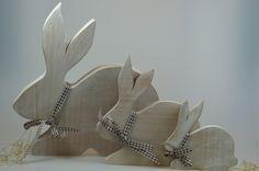 Hasenfamilie aus Holz im Shabby-Look von mw-holzkunst auf DaWanda.com