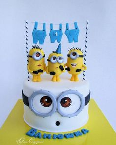 Olga Sidorenko (@sidorenko1657) • Fotos e vídeos do Instagram Fondant Minions, Minion Cupcakes, Cake Minion, Fondant Cakes, Cupcake Cakes, Bolo Laura, Rodjendanske Torte, Easy Minecraft Cake, Birthday Cakes