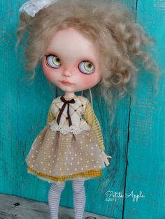 Blythe doll outfit - OOAK vintage hand-embroidered dress long sleeves