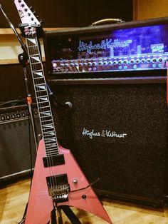 Toki: custom ESP Arrow flip flop pink -Hughes & Kettner proto-type Mark 3 Triamp #Aldious
