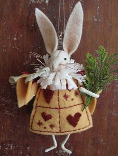White Rabbit Ornament KIT Alice in Wonderland by cheswickcompany Easter Crafts, Felt Crafts, Diy Crafts, Felt Christmas, Christmas Crafts, Christmas Ornaments, White Rabbit Alice In Wonderland, Diy Ostern, Needle Felted