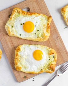 Looking for a simple easy breakfast to add to your rotation? These sunshine egg pies are so tasty and includes loads of protein and a vegetable too! Give it a try it takes 8-10 minutes to make. Easy Toddler Meals, Kids Meals, Easy Meals, Toddler Food, Breakfast On The Go, Quick And Easy Breakfast, Egg Pie, Hidden Veggies, Christmas Breakfast