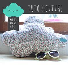 Tuto couture coussin Mon pti nuage à moi !! Cette semaine la Chwtt vous propose un tutoriel pour réaliser un pti coussin en forme de nuage, bicolore...
