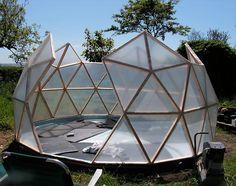 Krásně postavený skleník klenutého dome ...