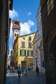 Famous cities in Italy, Italy is one of the most desired travel destinations. best places to see. Visit top-rated must-see attractions Cool Places To Visit, Great Places, Toscana Italia, Under The Tuscan Sun, Reisen In Europa, Voyage Europe, Visit Italy, Northern Italy, Tuscany Italy