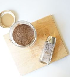 Homemade, zero waste dry shampoo to keep your locks looking life like between showers. Try out this new diy with http://www.goingzerowaste.com