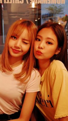Lisa and Jennie//BlackPink Kim Jennie, Jennie Kim Tumblr, K Pop, Kpop Girl Groups, Korean Girl Groups, Kpop Girls, Divas, Rapper, Blackpink Lisa