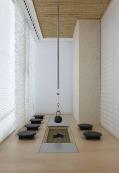 20 Japanese House Ornament in the Living Area - Tanzania Home Ideas Japanese Modern, Japanese House, Tea Room Decor, Irori, Japanese Living Rooms, Tatami Room, Japan Interior, Casa Loft, Luxury Modern Homes