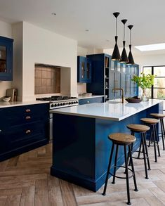 Incorporating similar textures throughout the extension can create a contemporary and stylish space. Shaker Style Kitchens, Shaker Kitchen, New Kitchen, Kitchen Ideas, Open Plan Kitchen Diner, Open Plan Living, Interior Styling, Building A House, Kitchen Design