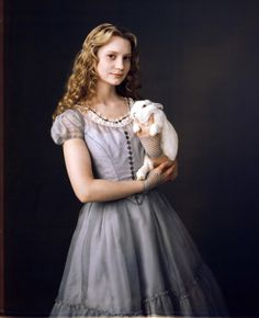 """Manny The Movie Guy - New Pictures and Posters Galore! Tim Burton's """"Alice in Wonderland""""!"""