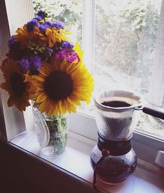 I love coffee so much that it took me a few years to finally be able to admit the following two statements.  I'm addicted to coffeeCoffee is harming my body and mind. Coffee Aroma, I Drink Coffee, I Love Coffee, My Coffee, Healthy Living Recipes, Raw Food Recipes, Healthy Habits, Healthy Tips, Be Honest With Yourself