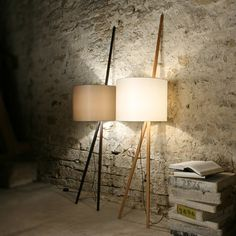 Unconventional Tripod Lamps by maigrau. Classy and modern industrial at the same time. The Luca leaning lamp is a masterpiece of desing made of Oiled Oak Wood, Mixed Cotton Blend, PVC Foil. Cable: Textile. | MONOQI #bestofdesign
