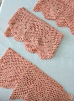 This Pin was discovered by Zey Crochet Curtains, Crochet Pillow, Crochet Art, Crochet Home, Vintage Crochet, Crochet Doilies, Hand Crochet, Crochet Borders, Tricot