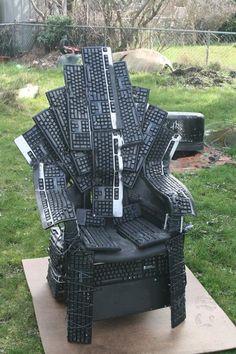 I det mindste er den mere behagelig at sidde i end den originale iron throne :)