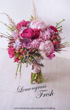 New flowers beautiful bouquet magazines Ideas Beautiful Flower Arrangements, Wedding Flower Arrangements, Flower Centerpieces, Flower Decorations, Floral Arrangements, Wedding Decorations, Wedding Ideas, Bridal Flowers, Flower Bouquet Wedding