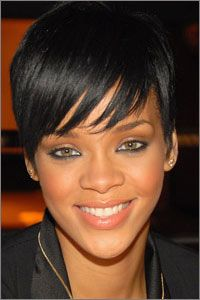 Rihanna's short hair and long bangs so cute