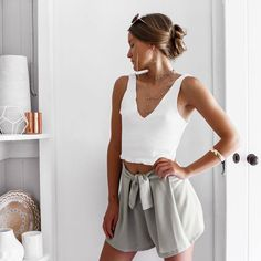 loose shorts and a tank top Casual Outfits, Cute Outfits, Fashion Outfits, Fashion Trends, Spring Summer Fashion, Spring Outfits, Winter Outfits, Outfit Goals, Mom Style