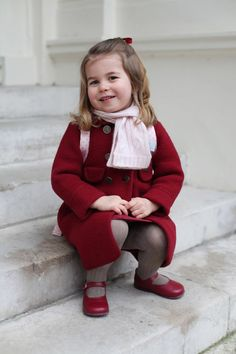 Princess Charlotte Adorable Portraits Of Her First Day At Nursery. Duchess of Cambridge Kate Middleton pregnant with third child and she shares two children, Prince George and Princess Charlotte with Duke of Cambridge Prince William. Princess Kate, Princess Charlotte Nursery, Prince And Princess, Princesa Charlotte, Princesa Diana, Estilo Real, First Day At Nursery, Princesse Kate Middleton, Pippa Middleton