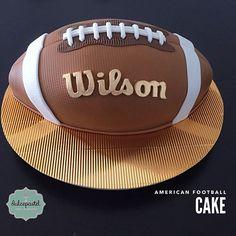 Torta de Balón de Fútbol Americano en Medellín por Dulcepastel.com - American Football cake in Medellin by Dulcepastel.com