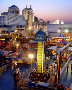 Steel Pier Amusement Part on the Atlantic City Boardwalk - topendtownhomes City Aesthetic, Circus Aesthetic, Travel Around The World, Around The Worlds, Nord Est, Bluff City, Jewel Of The Seas, Atlantic City, Amusement Park