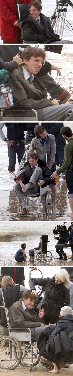 THEORY OF EVERYTHING : Premières photos de Eddie Redmayne en Stephen Hawking #LBDC (Source : http://www.express.co.uk/news/showbiz/438087/What-a-transformation-Hollywood-star-Eddie-Redmayne-is-unrecognisable-as-Stephen-Hawking)