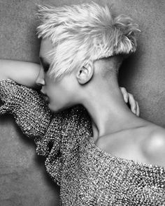 short blonde straight coloured choppy spikey shaved-back womens hairstyles for women-pin it by carden Creative Hairstyles, Messy Hairstyles, Straight Hairstyles, Tapered Hairstyles, 2014 Hairstyles, Blonde Hairstyles, Short Hair Cuts, Short Hair Styles, Pixie Cuts