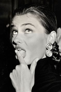 Supermodels Making Funny Faces - Kate Moss, Gisele Bundchen, and Tyra Banks Make Funny Faces, Silly Faces, Two Faces, Cara Delevingne Funny, Paulina Porizkova, Emotional Photos, Original Supermodels, Lauren Hutton, Hollywood Icons