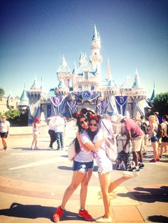 ✔️ Go to Disneyland with my best friend <3