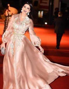 Caftan du Maroc Morrocan Dress, Moroccan Caftan, Abaya Fashion, Fashion Dresses, Pretty Dresses, Beautiful Dresses, Evening Dresses, Formal Dresses, Caftan Dress