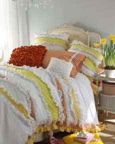 Love the comforter/quilt and pillows