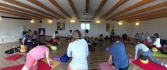 mit YIN-Yoga den Tag beginnen. Energien körperfühlend integrieren. Ibiza, Meditation, Yin Yoga, Basketball Court, Passion, Thoughts, Traveling, Ibiza Town, Zen