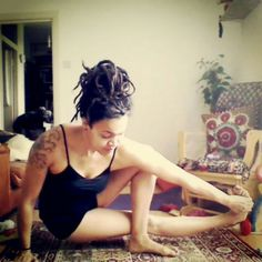 Baby grasshopper #yoga #yogamama #dreadlocks #dreadmama #yogawithnikita   www.yogawithnikita.com