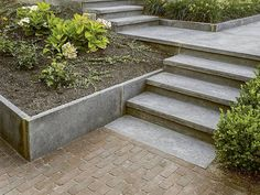 Traptrede (L-model) 15 Country Interior, Pavement, Go Outside, Garden Inspiration, Garden Landscaping, Paths, Beautiful Flowers, Garden Design, Stairs