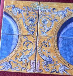 Realizzato su 4 mattonelle 15x15, esemplare di Grottesca tipica del rinascimento € 120.00