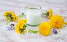 Make body lotion yourself with shea butter and coconut oil for dry skin - body peeling - Yorgo Angelopoulos Body Peeling, Oil For Dry Skin, Diy Lotion, All Nature, Hair Health, Diy Beauty, Glass Of Milk, Coconut Oil, Cool Hairstyles