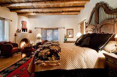 Spanish style homes – Mediterranean Home Decor Santa Fe Interiors, Santa Fe Decor, Southwest Bedroom, Country Girl Home, Spanish Style Homes, Spanish Revival, Spanish House, Spanish Colonial, Mexico House