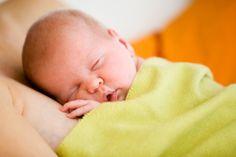 Gesundes Baby dank Erbmaterial von drei Eltern  Das britische Parlament stimmt einer gentechnische Methode zu, bei der das Erbgut von drei Menschen verbunden wird. So soll verhindert werden, dass ein Baby mit einer schweren Erbkrankheit geboren wird.