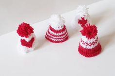 Tricot : petits bonnets grande cause ! Bonnet Crochet, Knit Crochet, Minis, Diy Hacks, Marshmallow, Crochet Projects, Diy Projects, Mousse, Creations