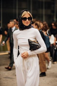 # vogue Fashion The best street style from Milan Fashion Week spring/summer 2020 Street Style Outfits, Milan Fashion Week Street Style, Fashion Week Paris, Street Style Trends, Milano Fashion Week, Mode Outfits, Cool Street Fashion, Street Style Looks, New York Fashion