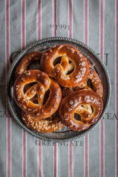 Pretzels o bretzels Bretzel Recipe, Tapas, Pretzel Bun, Salty Snacks, Pan Bread, No Sugar Foods, International Recipes, Pain, Cooking Time