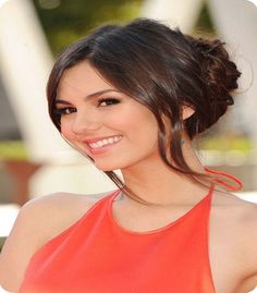 Victoria Justice's soft updo captivated at the 2012 Creative Arts Emmy Awards. The elegant hairstyle kept her hair off her shoulders and exposed the beautiful halter detailing of her tangerine dress. More on Victoria Justice >> Elegant Hairstyles, Summer Hairstyles, Diy Hairstyles, Pretty Hairstyles, Fashion Hairstyles, Style Hairstyle, Hairstyle Ideas, Hair Ideas, Victoria Justice Hair