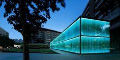 La sede institucional de Roca, líder mundial en espacios de aseo, en Barcelona es una auténtica obra de arte creada por el estudio de Carlos Ferrater/OAB.