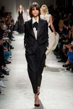 Philosophy di Lorenzo Serafini Fall 2015 Ready-to-Wear Collection Photos - Vogue Fashion Line, Look Fashion, Runway Fashion, High Fashion, Fashion Show, Fashion Design, Fashion Trends, Vogue, Milano Fashion Week