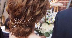 今、インスタでも話題の「小枝アクセサリー」!どんなスタイルにもマッチするので、結婚式のヘアアレンジに使う花嫁さんが急増中なんです。今回は、そんな新しい人気アイテム「小枝アクセサリー」を使ったアレンジをご紹介♪ Crown, Fashion, Corona, Moda, La Mode, Fasion, Fashion Models, Trendy Fashion, Crown Royal Bags